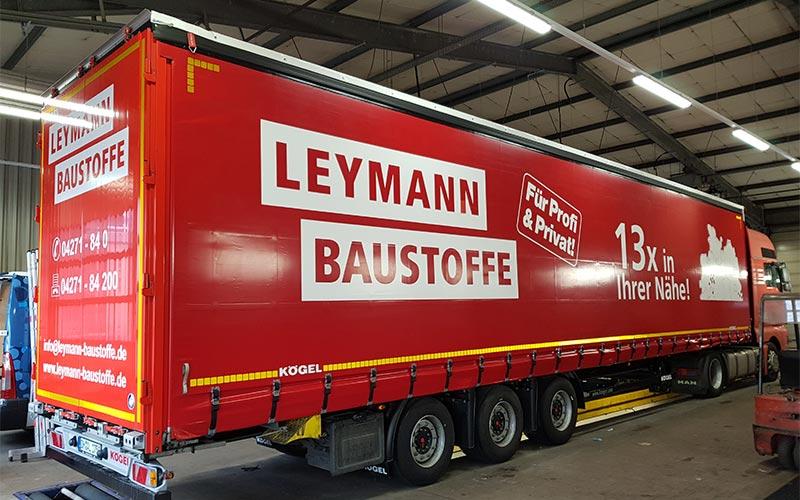 Planenauflieger von Leymann Baustoffe
