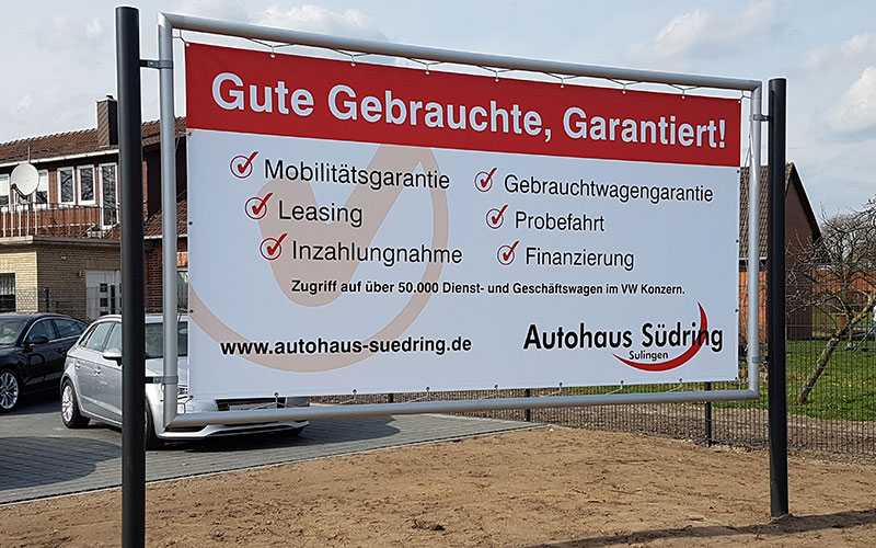 Standschild für Neuwagenplatz eines Autohauses
